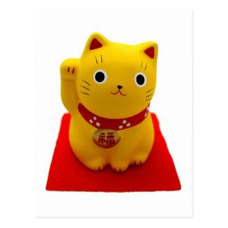 Maneki amarillo Neko en una alfombra roja Postal
