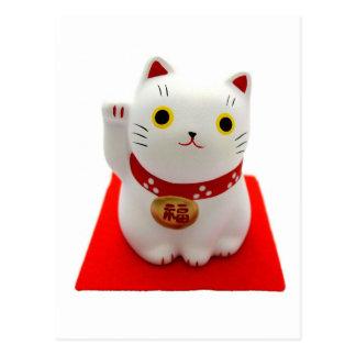 Maneki blanco Neko en una alfombra roja Postal