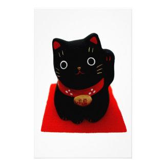Maneki negro Neko en una alfombra roja Papeleria De Diseño