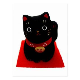 Maneki negro Neko en una alfombra roja Postal
