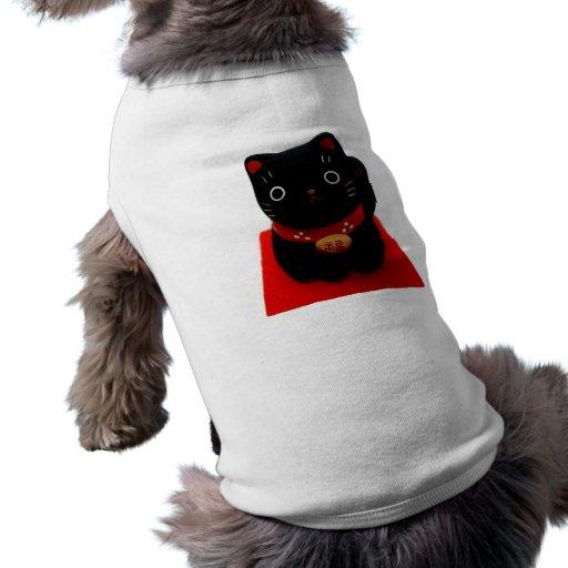 Maneki negro Neko en una alfombra roja Camisa De Perro