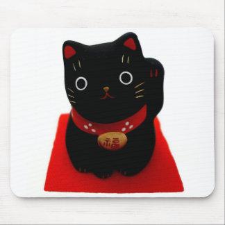 Maneki negro Neko en una alfombra roja Alfombrilla De Ratón
