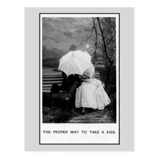 Manera apropiada del vintage de tomar a un beso la postales