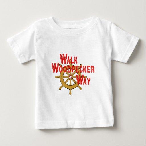Manera de la pulsación de corriente del paseo t-shirts