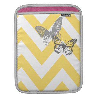 Manga amarilla de Ipad de las mariposas de Chevron Funda Para iPads