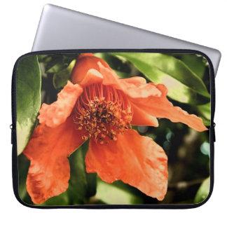 Manga anaranjada del ordenador portátil de la flor fundas ordendadores