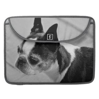 Manga blanco y negro de Boston Terrier MacBook Pro Fundas Macbook Pro