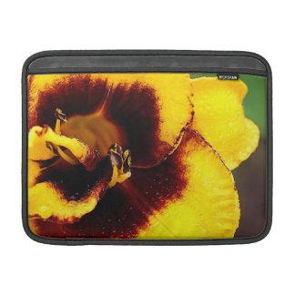 Manga de aire amarilla de MacBook del lirio Funda MacBook