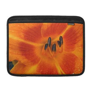 Manga de aire anaranjada de MacBook del lirio Funda MacBook