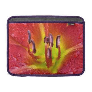 Manga de aire roja tropical de MacBook del lirio Fundas Macbook Air