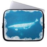 Manga del cuaderno de las ballenas de la beluga de funda computadora