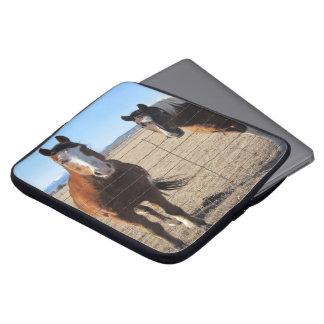Manga del ordenador portátil de los caballos fundas portátiles