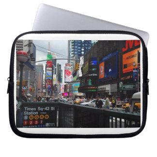 Manga del ordenador portátil del Times Square Funda Portátil