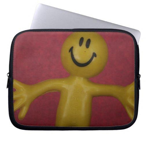 Manga feliz del ordenador portátil del individuo fundas computadoras