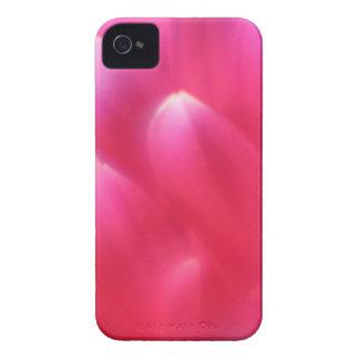 Manga intrépida de Blackberry de los pétalos rosad Case-Mate iPhone 4 Funda