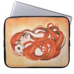 Manga roja del ordenador portátil del chica de la  mangas portátiles
