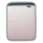 Manga rosada descolorada de Ombre Chevron Ipad Fundas Para iPads