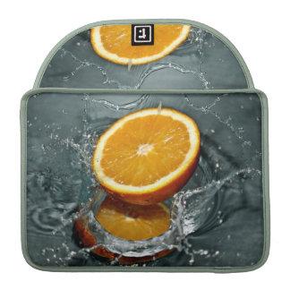 Mangas anaranjadas de MacBook del chapoteo Fundas Macbook Pro