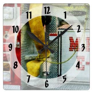 Manguera de bomberos amarilla reloj cuadrado