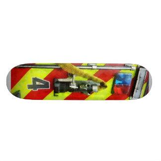 Manguera de bomberos en el coche de bomberos rayad monopatin personalizado