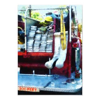 """Mangueras en coche de bomberos invitación 5"""" x 7"""""""