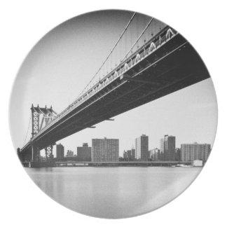 Manhattan Bridge and skyline, New York, US. Dinner Plate