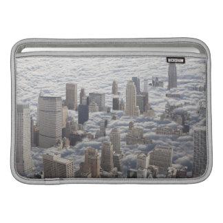 Manhattan debajo del cielo nublado fundas MacBook