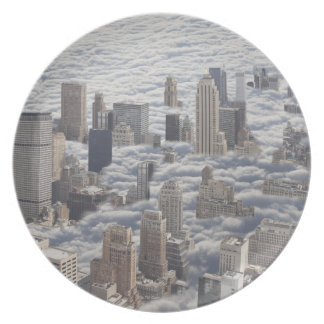 Manhattan debajo del cielo nublado plato para fiesta