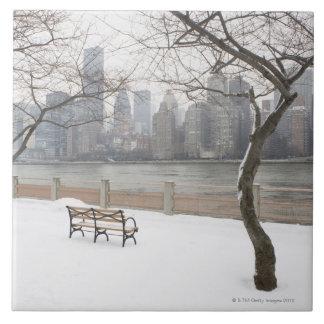Manhattan en el invierno azulejo cuadrado grande
