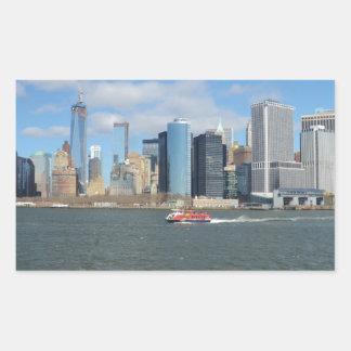 Manhattan en la distancia pegatina rectangular