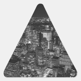 Manhattan negra y blanca pegatina triangular