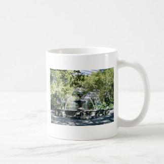Manhattan Water Fountain Basic White Mug