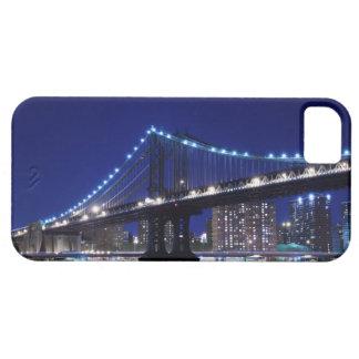Manhattanbrücke und -Skyline nachts iPhone 5 Cases