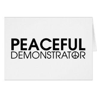 Manifestante pacífico tarjeta de felicitación