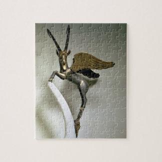 Manija bajo la forma de cabra montés con alas, Ach Rompecabeza