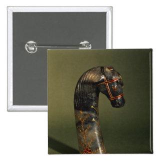 Manija de la daga bajo la forma de cabeza de cabal pins