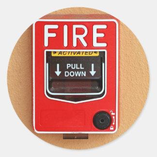 Manija la alarma de incendio pegatina redonda