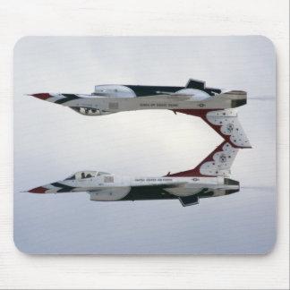 Maniobra de los Thunderbirds F-16 - invertida Alfombrilla De Raton
