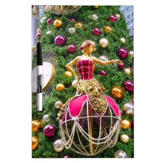 Manniquins del árbol de navidad pizarras blancas