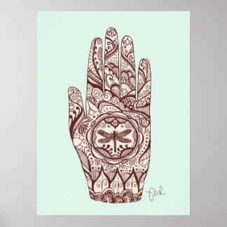 Mano 2 del tatuaje de la libélula de la alheña del póster