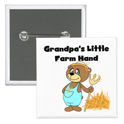 Mano de granja de los abuelos del oso pin