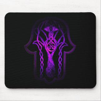 Mano de Hamsa del Celtic (púrpura) Mouse Pad