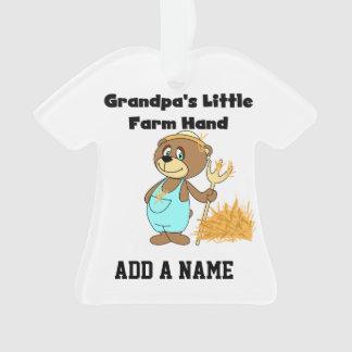 Mano de la granja del abuelo del oso poca