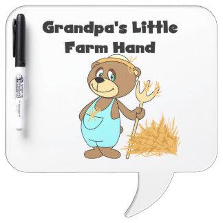 Mano de la granja del abuelo del oso poca pizarras blancas de calidad