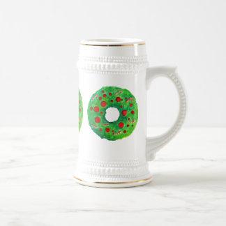 Mano de la guirnalda del navidad dibujada y pintad taza de café