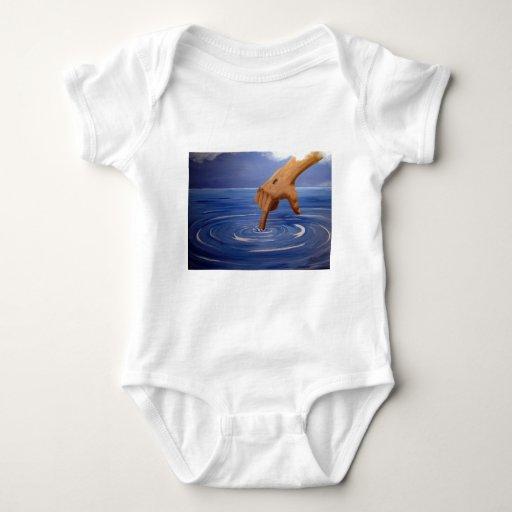 Mano de la imagen de dios, el centro de todos body para bebé