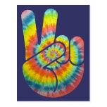 Mano de la paz del teñido anudado tarjeta postal