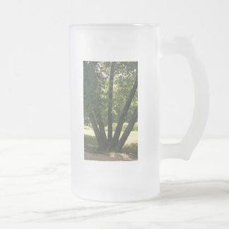 Mano de la taza de la naturaleza