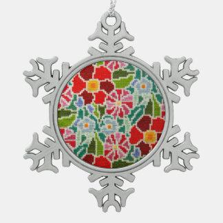 Mano de las memorias del verano bordada alrededor adorno de peltre en forma de copo de nieve