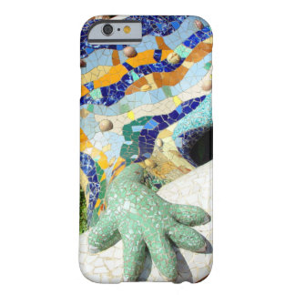 Mano de los mosaicos del lagarto de Gaudi Funda De iPhone 6 Barely There